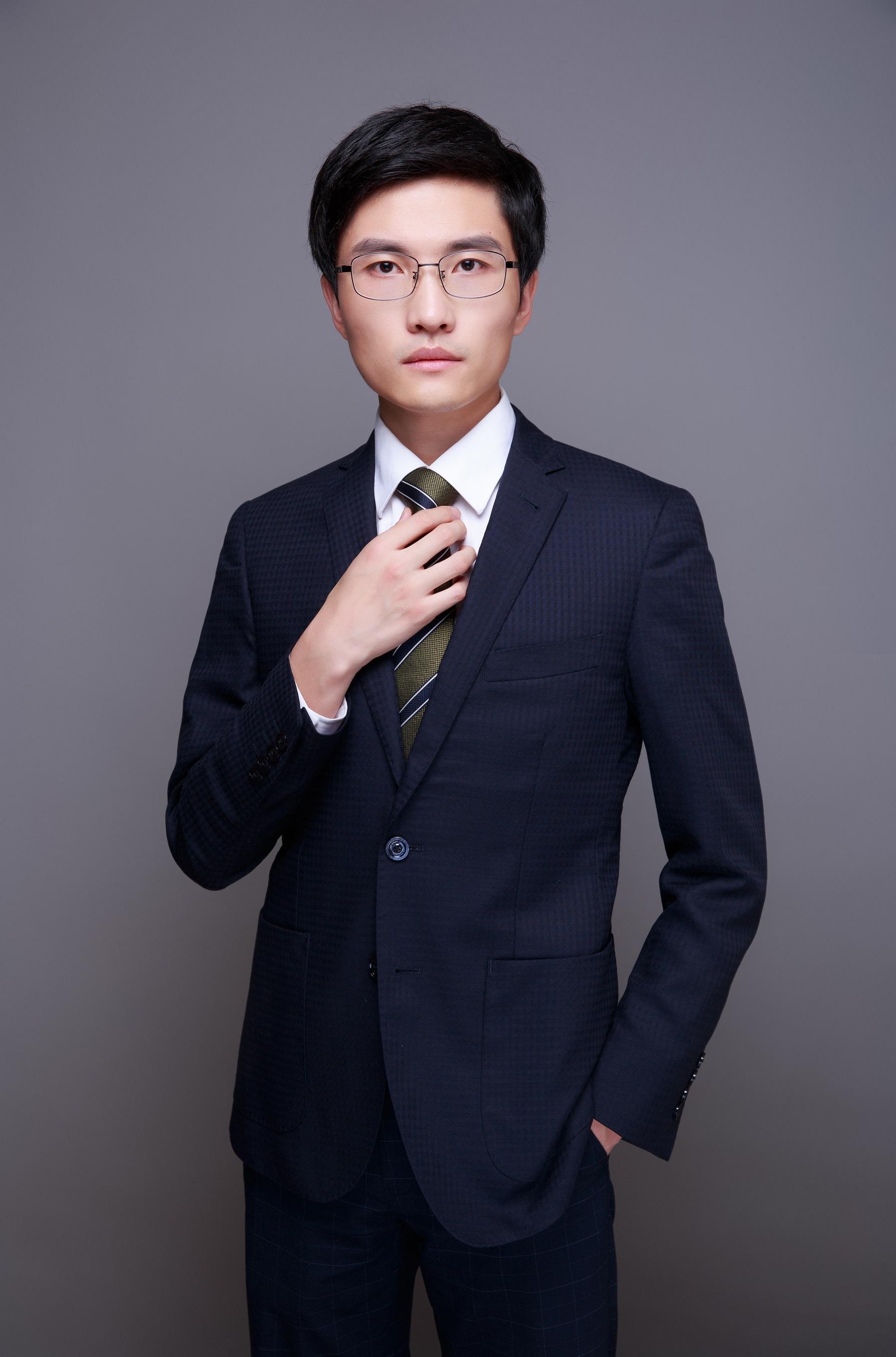 title='周晓亮实习律师'